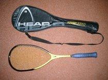 Squashová raketa a pouzdro značky HEAD