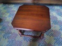 Malý konferenční stolek
